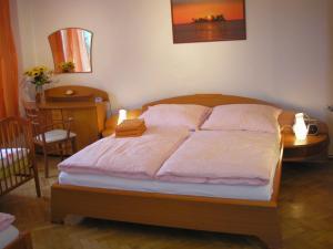 A bed or beds in a room at Holiday Apartment up to 7
