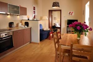 Virtuvė arba virtuvėlė apgyvendinimo įstaigoje Siesta Aparthotel