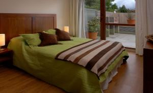 A bed or beds in a room at Bariloche Down Town Apartment