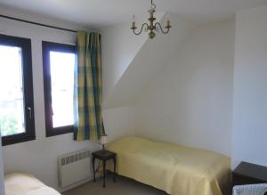 A bed or beds in a room at Appartements Blonville Centre (2 ou 3 chambres)