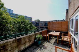 A balcony or terrace at West Kensington
