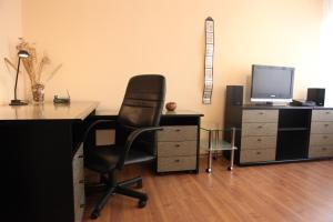 A television and/or entertainment center at Apartments Bratislava - Jakubovo Square