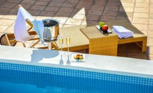The swimming pool at or near Aguilas5 SevillaSuites