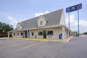 Picture of Motel 6 Houston - Nasa