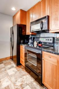 A kitchen or kitchenette at Two-Bedroom Highland Greens Lodge # 303