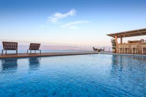 Der Swimmingpool an oder in der Nähe von Villa La Vista