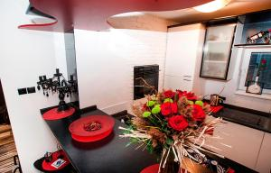 Apartment Black Red White