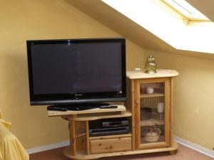 A television and/or entertainment center at Gesundheitsoase Brinsa