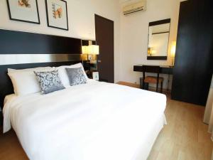 A bed or beds in a room at A BEST Seri Bukit Ceylon Serviced Residence
