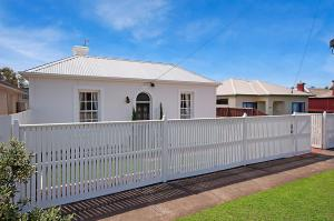 Historic Central Cottage In Warrnambool