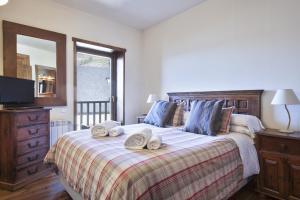 Llit o llits en una habitació de Baqueira Apartamentos Cota 1700