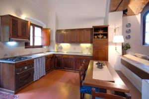 A kitchen or kitchenette at Apartment Florence -Charme and relax