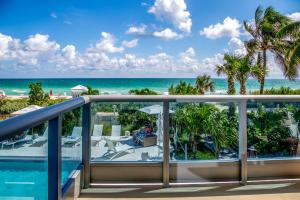 A view of the pool at Mare Azur Miami Luxury Apartments by MC or nearby