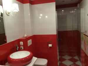 A bathroom at Holiday Home