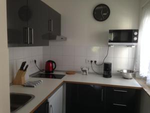 Küche/Küchenzeile in der Unterkunft FeWo am Zwinger