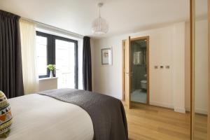 A bed or beds in a room at Tower Hill One