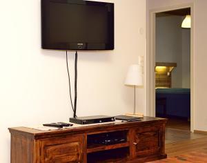 A television and/or entertainment center at Pajarinhovi Villas