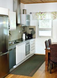 A kitchen or kitchenette at Pajarinhovi Villas