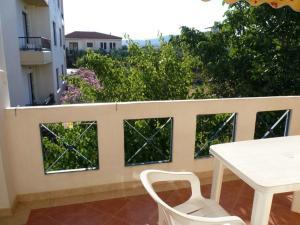 HotelApart Filoxenia tesisinde bir balkon veya teras
