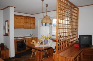 Een keuken of kitchenette bij Residence Casa Cavalese