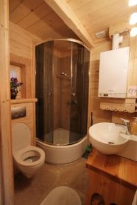 A bathroom at Tutok