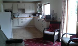 A kitchen or kitchenette at Tombeck House