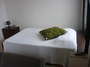 A bed or beds in a room at Apartment het Hazegras