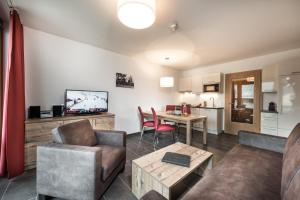A seating area at AlpenParks Hotel & Apartment Central Zell am See