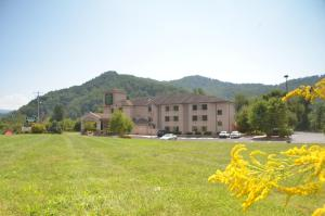 Picture of Smoky Mountain Inn & Suites