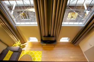 Een zitgedeelte bij Apartments De Hallen