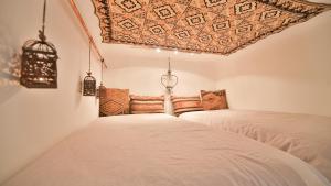 Ein Bett oder Betten in einem Zimmer der Unterkunft Nadi's Home – Heart of Budapest
