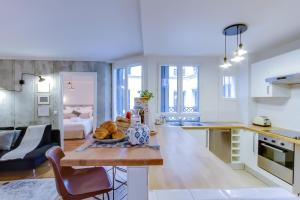 A kitchen or kitchenette at Sweet Inn - Le Marais