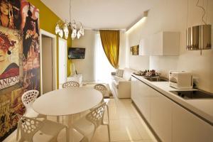 A kitchen or kitchenette at Opera Relais De Charme