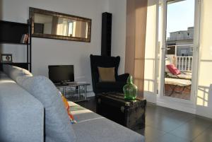 乌奇尼奥纳阳光阁楼公寓 (Sunny Attic Urquinaona Apartment)