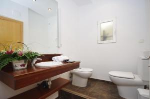 A bathroom at Vivaldi Penthouse Ayuntamiento