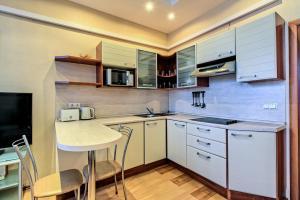 A kitchen or kitchenette at Oksana's Apartments - Nevsky 88