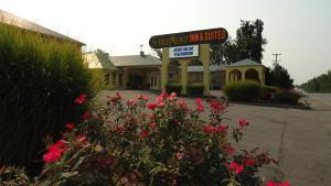 Picture of Golden Manor Inn & Suites