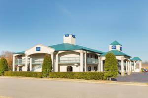 Picture of Baymont Inn and Suites Gallatin