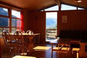 Restaurant ou autre lieu de restauration dans l'établissement Lem's Bungalows