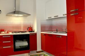 A kitchen or kitchenette at La Terrazza in Conti Biglia