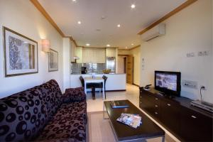 Een zitgedeelte bij Apartamentos Mediterráneo Real