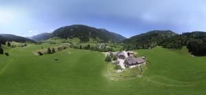 A bird's-eye view of Der Perweinhof