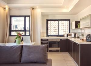A kitchen or kitchenette at Shenkin Vilmar Apartments