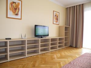 A television and/or entertainment center at Apartment Buda Budapest