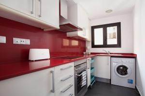 A kitchen or kitchenette at Guell Modern Apartment