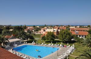Θέα της πισίνας από το Tzilios Studios  ή από εκεί κοντά