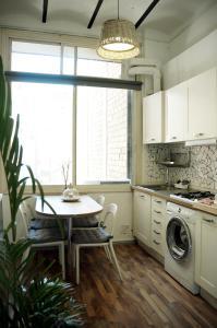 A kitchen or kitchenette at Lempika