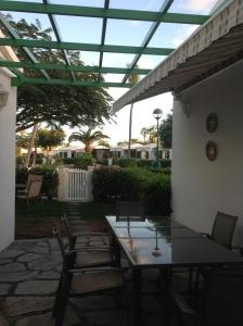 A restaurant or other place to eat at Bungalow Maspalomas
