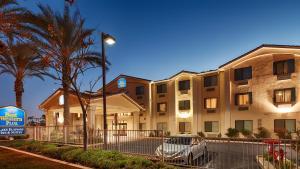 Picture of Best Western PLUS Lake Elsinore Inn & Suites