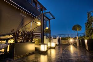Un patio o zona al aire libre en Istanbul Irini Seaview House